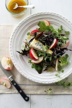 autumn salad with gorgonzola, apples and maple vinaigrette