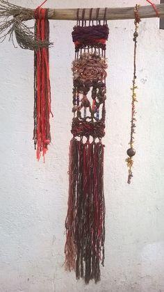 Tapiz mural. Lana natural reciclada, madera de palmera y lana acrilica reciclada. Fiber Art, Lana, Dream Catcher, Natural, Home Decor, Tapestries, Weaving Looms, Wood, Dreamcatchers