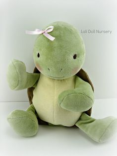PDF Pattern Waldorf Turtle Doll **Please Note: No refund for pattern purchases. This is a listing for a PDF Pattern only, not a finished toy. Sewing Toys, Baby Sewing, Sewing Crafts, Sewing Projects, Sewing Basics, Sewing For Beginners, Baby Patterns, Doll Patterns, Sock Bunny