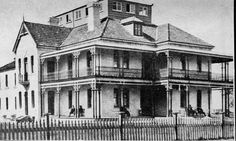 Scarborough House at Dolls Point was opened by Dr Barnardo's in Australia in 1921 as a receiving home for children arriving in Australia under its child migration scheme.The Home could accommodate around 100 boys.It closed in 1924 when Dr Barnardo's moved to Ashfield.