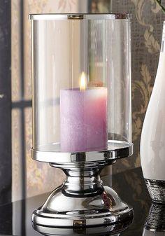 Die Leuchter sind aus silberfarbenem Metall gefertigt und haben einen Glasaufsatz.  Erhältlich in drei Größen:  Klein, Maße (Ø/H): 13/23,5 cm.  Mittel, Maße (Ø/H): 13/27 cm.  Groß, Maße (Ø/H): 13/31 cm.  Lieferung erfolgt ohne Kerzen....