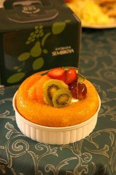 千疋屋」のサバラン by chikaさん | レシピブログ - 料理ブログの ... Savarin, Pudding, Drink, Desserts, Recipes, Food, Soda, Meal, Custard Pudding