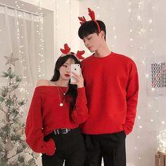 christmas couple 2 or 3 Couple outfit for Christmas . Style Ulzzang, Ulzzang Fashion, Ulzzang Girl, Korean Fashion, Kfashion Ulzzang, Matching Couple Outfits, Matching Couples, Cute Couples, Outfit For Christmas