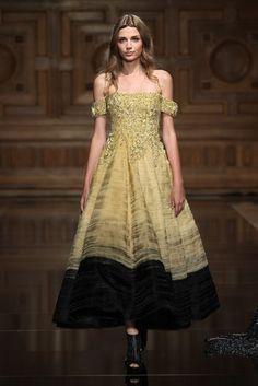 7251ad8d590 Tony Ward Autumn Winter 2016 Couture. Robe LongueModeMode Haute ...