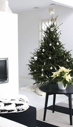 Via Lisbet E | Nordic Christmas | Black and White | Fine Little Day