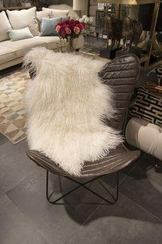 Stolen Papillon, formad som en fjäril, mjuk som ett vingslag. Bra komfort, fantastisk form.  #benington #home #design #homefashion #nice #exclusive #room #interior #interior4all #interior123 #beige #white #diningroom #solo #cutlery #inredning #decor #kitchenchair #style #trend #elegant #stockholm #inspo #kitchen #love #luxury #chair #colours #instalove #beautiful