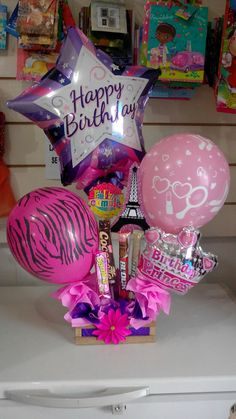 Diy Birthday, Birthday Parties, Birthday Gifts, Candy Bouquet, Balloon Bouquet, Diy Crafts For Gifts, Crafts To Do, Balloon Arrangements, Chocolate Bouquet