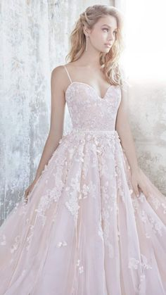 """Hayley Paige Spring 2018 """"Blush"""" Bridal Collection"""