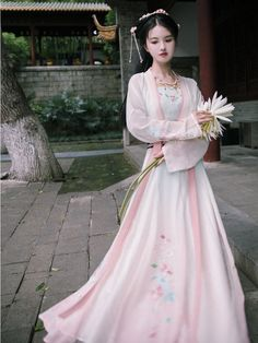 Chinese Traditional Costume, Korean Traditional Dress, Traditional Fashion, Traditional Dresses, Pretty Prom Dresses, Beautiful Dresses, Japanese Wedding Kimono, Culture Clothing, Indian Designer Outfits
