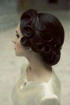 Vintage updo - love this - but this looks near impossible to keep styled