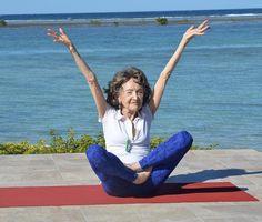 <p>Tao Porchon-Lynch recentemente completou 98 anos e tem três próteses no quadril, e ainda assim ela tem mais flexibilidade do que muitas mulheres de 30 anos. Não acredita? Basta conferir as imagens que reunimos nesta galeria. (<i>Foto: Instagram / @taoporchonlynch</i>). </p>