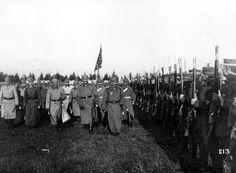 Friedrich Wilhelm Viktor Albrecht von Hohenzollern,más conocido por Guillermo II de Alemania junto a su Estado Mayor,  revista a las tropas acantonadas en la zona de Flandes. Frente Occidental, 1917