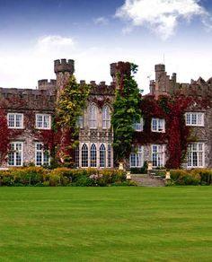 Luttrellstown Castle (Dublin, Ireland). The couple: David and Victoria Beckham