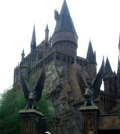 Is there anything more representative of The Wizarding World of Harry Potter than Hogwarts Castle? Once you lay eyes on this iconic landmark, you know you have truly left the Muggle world and entered the wizarding world. With its countless turrets seeming to jut right out of the stone hillside, it's certainly an imposing sight. …