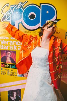 Photocall/Photobooth inspired by the cover of the Super Pop for a eighties wedding by Presume de Boda. Wedding Planners. Photografía: Marcos Sánchez