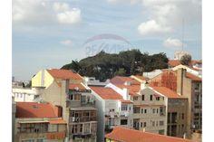 Lisboa, Arroios, Rua do Triângulo Vermelho. Apartamento T3, em bom estado, 3º andar sem elevador em prédio de placa, com muita luz. Vendido em Maio por 128 mil euros. Vendido por Diogo Neto.