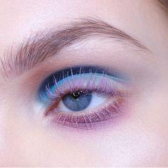 Sweet lilac and blue eye make up EyeMakeupAsian Sw Makeup For Green Eyes, Blue Eye Makeup, Purple Eyeshadow, Iridescent Eyeshadow, Makeup Blog, Makeup Art, Makeup Studio, Mua Makeup, Makeup Geek