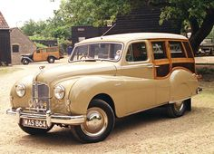 Austin was one of the first manufacturers to launch its own factory-approved Woodie Retro Cars, Vintage Cars, Antique Cars, Classic Cars British, Classic Auto, Austin Cars, Automobile, Woody Wagon, Montage Photo