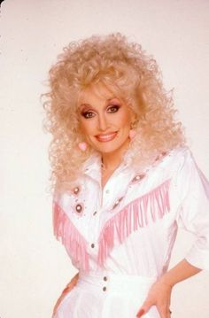 """Dolly Parton, inspiration for """"Sas"""" Dolly Parton Costume, Divas Pop, Dolly Parton Pictures, Tennessee, Western Girl, Star Wars, Hello Dolly, Female Singers, Up Girl"""