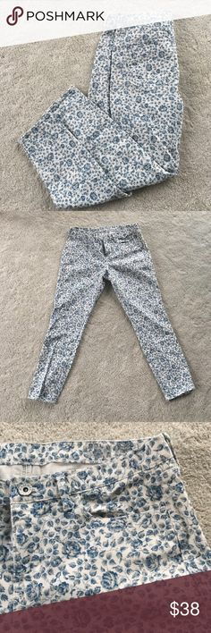 Madewell Floral Skinny Jeans Super cute denim floral skinny jeans from Madewell. Reposhing as they sadly don't fit me. They are even cuter in person! Size 31. Madewell Jeans Skinny