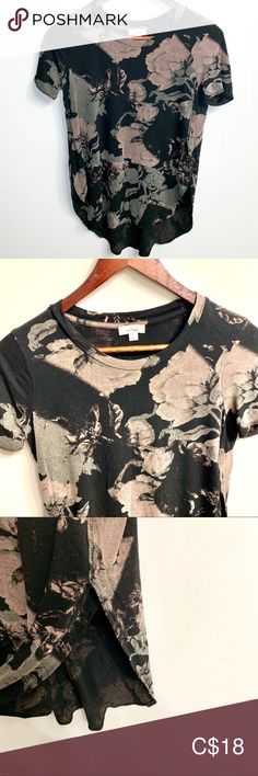 Wilfred Capucine T Shirt Size XXS Floral print Wilfred t shirt Capucine style Rounded split hem Size XXS Excellent used condition. Plus Fashion, Fashion Tips, Fashion Trends, Floral Prints, Short Sleeves, Tees, T Shirt, Outfits, Things To Sell