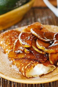 Crepes and caramelized pears, with low-fat creamy ricotta cheese filling - this made such a lovely, elegant dessert. And making crepes in a non-stick skillet isn't really very hard! Pear Recipes, Crepe Recipes, Brunch Recipes, Sweet Recipes, Breakfast Recipes, Homemade Crepes, Waffles, Breakfast Desayunos, Breakfast Healthy