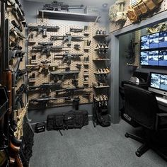 61 Ideas hidden storage for guns panic rooms Best Picture For Hunting Room diy For Your Taste You ar Hidden Gun Storage, Weapon Storage, Ammo Storage, Gun Vault, Casa Bunker, Gun Safe Room, Security Room, Tactical Wall, Tactical Gear