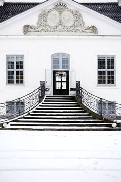 white house,elegant stairs,architecture,grand entrance