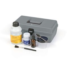 The kit includes everything needed to mix and apply Sticky-side powder: One 50g (1.8oz.) jar of Sticky-Side Powder, one pint of Kodak Photo-Flo 200, a mixing jar, spoon and dropper bottle for mixing and a camelhair brush for brushing the paste onto the adhesive surface.Both economical and effective
