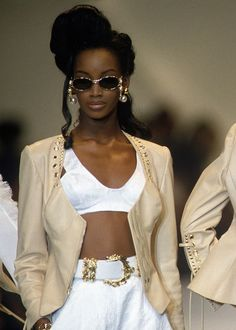 tyra banks and naomi campbell weren't the only badass black supermodels in the SAD to see someone like Beverly Peele get… 1990s Fashion Trends, 2000s Fashion, Runway Fashion, Fashion Models, High Fashion, Black 90s Fashion, Fashion Top, Fashion Women, Fashion Design