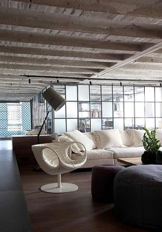 Faliro Loft was designed by the Athens-based esé studio. The loft is stylishly decorated in neutrals and monochromatics, with exposed concrete beams and walls. Loft D'entrepôt, Casa Loft, Loft House, Loft Design, House Design, Studio Loft, Living Room Decor, Living Spaces, Living Rooms