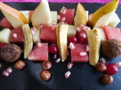 Fruta natural, chocolate y avellanas. Ver receta: http://www.mis-recetas.org/recetas/show/45129-fruta-natural-chocolate-y-avellanas