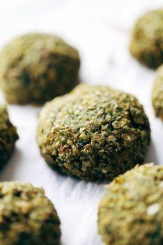 5 Ingredient Baked Falafel - Pinch of Yum Easy falafel at home in 30 minutes WITHOUT deep frying! Use in salads, sandwiches, and other healthy recipes. 70 calories per falafel. Falafels, Whole Food Recipes, Cooking Recipes, Easy Cooking, Cooking Lamb, Cooking Steak, Cooking Bacon, Recipes Dinner, Vegetarian Recipes