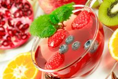Try out the Red Tea Detox drink that melts fat away naturally. Health Tips, Health And Wellness, Health Fitness, Red Tea Benefits, Detox Tea Diet, Summertime Drinks, Summer Drinks, Cold Drinks, Pomegranate Fruit