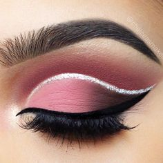Once you master eyeliner application, your makeup routine will never be boring. But what if you get out of ideas? Discover many eyeliner styles here. #eyeliner #makeup #makeuplover #wingedeyeline