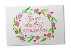 Postkarte Mama du bist wunderbar aus Karton 300 Gramm weiß - Das Original von Mr. & Mrs. Panda. Diese wunderschöne Postkarte aus edlem und hochwertigem 300 Gramm Papier wurde matt glänzend bedruckt und wirkt dadurch sehr edel. Natürlich ist sie auch als Geschenkkarte oder Einladungskarte problemlos zu verwenden. Jede unserer Postkarten wird von uns per Hand entworfen, gefertigt, verpackt und verschickt. Über unser Motiv Mama du bist wunderbar Danke an unsere Mütter. Sie haben große Ausdauer…