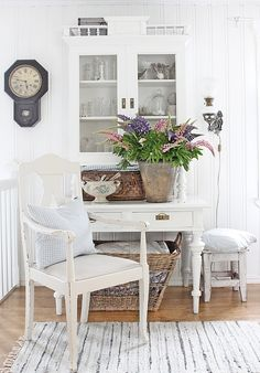 Lupines - this is such a pretty display!  VIBEKE DESIGN: Sikkert sommertegn!