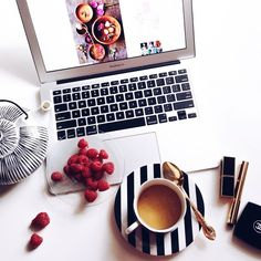 Fab Fashion Fix Good morning fashionistas! Coffee And Books, I Love Coffee, Coffee Break, Coffee Time, Coffee Cups, Flat Lay Photography, Coffee Photography, Icon Photography, Fred Instagram