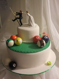 Cake idea http://www.flickr.com/photos/letthemeatcakes/2406935322/