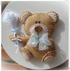 adorable baby teddy on a hoop done in felt Felt Crafts, Fabric Crafts, Sewing Crafts, Sewing Projects, Projects To Try, Crafts For Kids, Arts And Crafts, Felt Baby, Felt Patterns