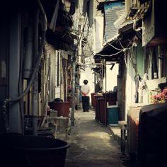 .@jaewoneeim   #korea #busan #부산 #매축지 #인물 #oldlady #alley #골목 #할머니 #우리할머닌아님   Webstagram