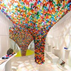 American design studio SoftLab attached translucent flowers to create this fantastic installation for Melissa's New York flagship store. Flower Installation, Ceiling Installation, Artistic Installation, Art Installations, Shoe Gallery, Melissa Shoes, Retail Space, Dezeen, Shoe Shop