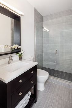 Contemporary 3/4 Bathroom with Design Element DEC077A London 36-in. Single Bathroom Vanity Set, frameless showerdoor, Flush