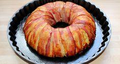 Csirkés burgonyakoszorú recept: Ezt a csirkés burgonyakoszorú receptet azért szeretem, mert egy kalap alatt le lehet vele tudni a húst és a köretet is. Emellett nagyon mutatós, úgyhogy akár ünnepi alkalmakkor is feltálalhatjuk. Akinek nincs kuglóf formája, nyugodtan készítheti őzgerinc, vagy püspökkenyér formában is, de bármilyen magasabb falú sütőtál megfelel.