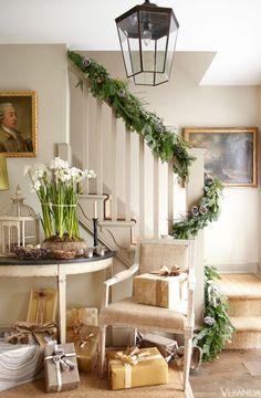 pretty, old-fashioned holiday decor