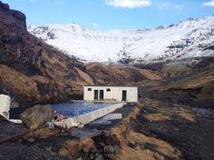 Iceland: Seljavallalaug-Pool (Eyjafjallajökull  area)  - Eis mit heiß       Der Weg zu diesem Freibad am Fuße des berühmten Vulkans...