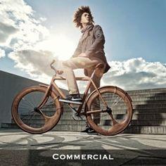 Prachtige fiets! Maar een minstens even zo prachtige foto! Credits naar de fotograaf! Dit zijn platen waar ik blij van word. :-)