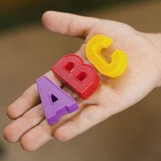 Técnicas Montessori para enseñar a los niños a leer y escribir. Guiainfantil.com revela algunos métodos que puedes utilizar en casa para ayudar a tu hijo a leer y escribir siguiendo la metodología Montessori.