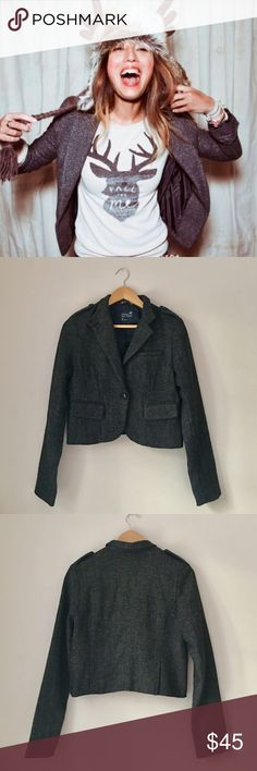AEO GRAY Tweed Blazer Gorgeous gray tweed blazer by AEO. Single wood button closure. (Model is wearing brown - actual listing is gray). Size Small. EUC. American Eagle Outfitters Jackets & Coats Blazers