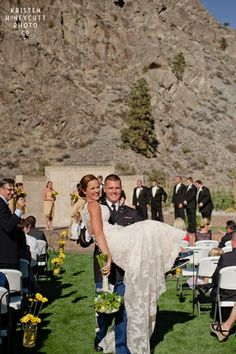 Shadow Mountain Events Chelan Wedding Lake Kelsey S Lace Dress Was Breath Taking Love The Vintage Yet Stunning